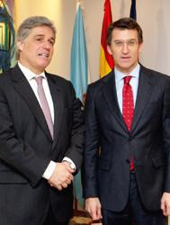 Alberto Núñez Feijoo, y el embajador uruguayo en España, Francisco Carlos Bustillo